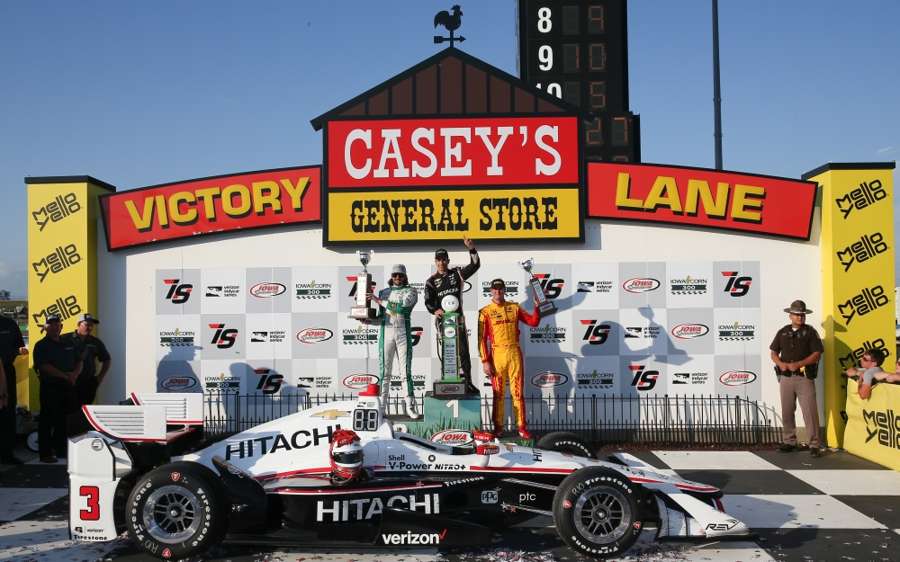 Castroneves Ends Drought, Climbs Fence at Iowa